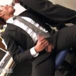 【ゲイ動画】超イケメンのスーツリーマンがオフィスで自慰!その真っ最中に先輩がやって来て勃起チンポとトロトロアナルを可愛がられてしまう!
